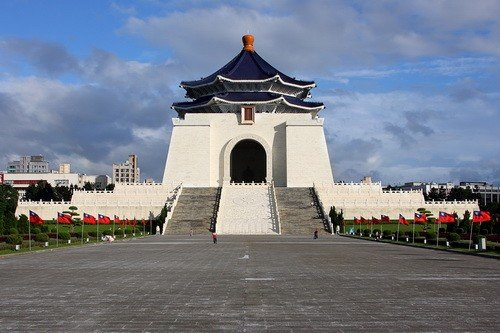 Chiang Kai-shek Memorial Hall Taipei, Taiwan via https://en.wikipedia.org/