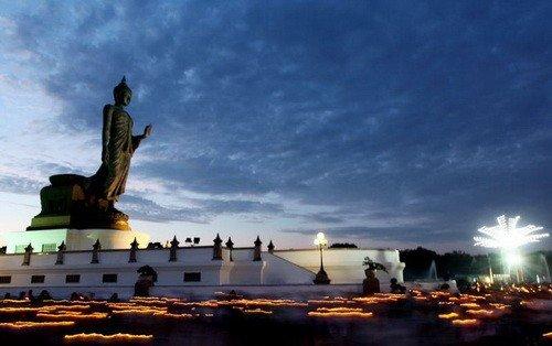 Patung Buddha di Nakhon Pathom, Thailand via http://www.nationmultimedia.com
