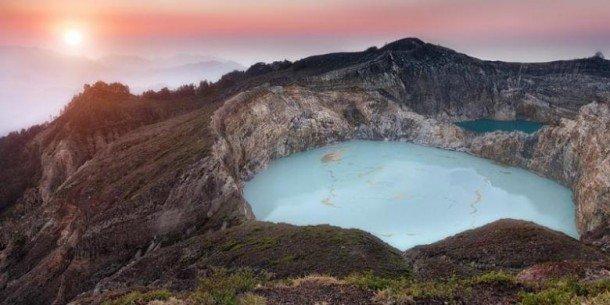 Danau Kelimutu, Pulau Flores, Nusa Tenggara Timur Sumber : travel.kompas.com