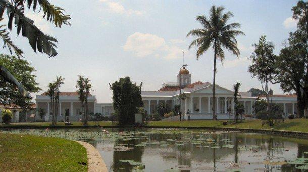 Istana Bogor via www.wikimedia.org