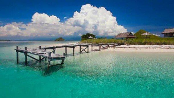 Pantai Kenawa di Sumbawa Barat via telusurindonesia.com