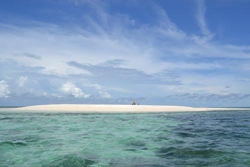 Pantai Pasir Timbul Pulau Mekko via panoramio.com