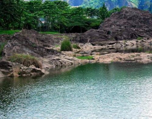Kampung Batu Malakasari via http://www.kampungbatu.co.id