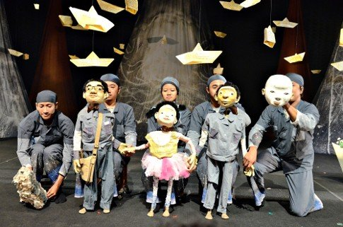 Papermoon Puppet Theatre via www.detik.com