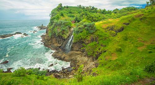 Pantai Banyunibo, Gunungkidul via spadepicnic.wordpress.com