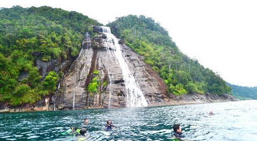 Pantai Pulau Mursala, Tapanuli Tengah via metrosiantar.com