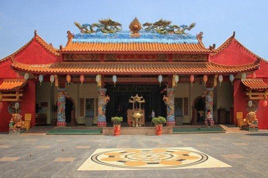 1__IMG_7032_Vihara_Avalokitesvara_terletak_15_km_arah_utara_dari_Kota_Serang,_Banten