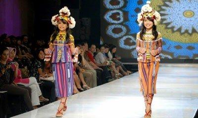 Ulap Doyo by Ian Adrian. Via http://www.kutaikartanegara.com/news.php?id=2904