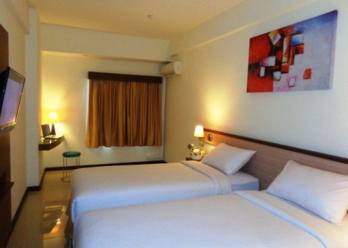 http://cdn01.tiket.photos/img/business/e/v/business-everyday-smart-hotel-malang-hotel-malang-8674.picture525x375.jpg