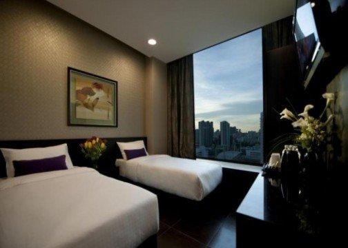 V Hotel Lavender room