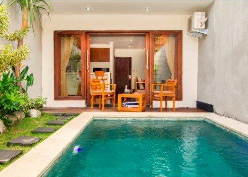 Delu Villas & Suites pool