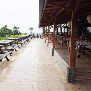 De Tuik Garden Resto & Cafe