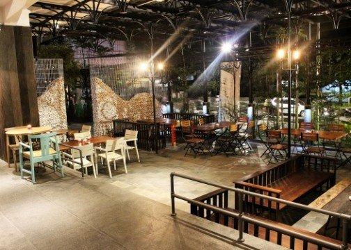 The 1O1 Bandung Dago cafe