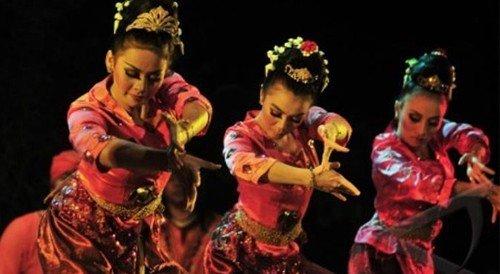 dancer indo