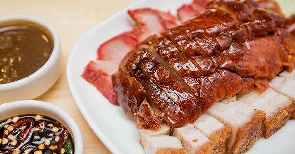 5 Makanan Khas Imlek di Indonesia - Hidangan Babi