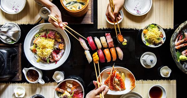 6 Budaya Jepang_blog_Orang Jepang Makan Pakai Sumpit
