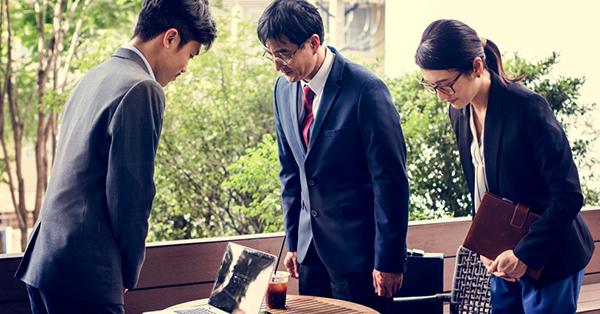 6 Budaya Jepang_blog_Orang Jepang Membungkuk