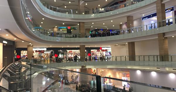 6 Hal Menarik yang Bisa Kamu Lakukan di Alun-Alun Jogja - Belanja di Mall