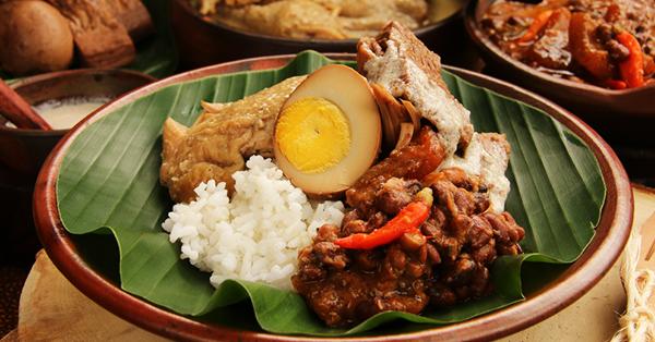 7 Kota Destinasi Wisata Kuliner di Indonesia - Yogyakarta