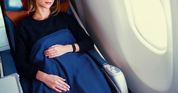 7 Tips Supaya Penerbangan Panjang Tetap Nyaman - Membawa Perlengkapan Tidur