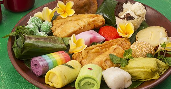 Alasan Harus Mencicipi Makanan Lokal Saat Traveling - Jajanan Pasar