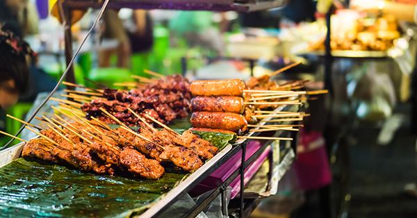 Alasan Harus Mencicipi Makanan Lokal Saat Traveling - Jalan-jalan