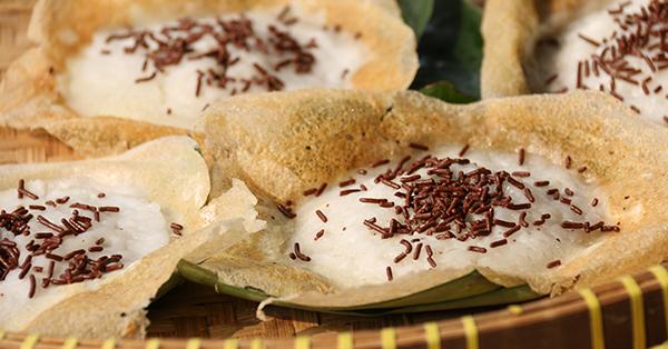 Alasan Harus Mencicipi Makanan Lokal Saat Traveling - Serabi Solo