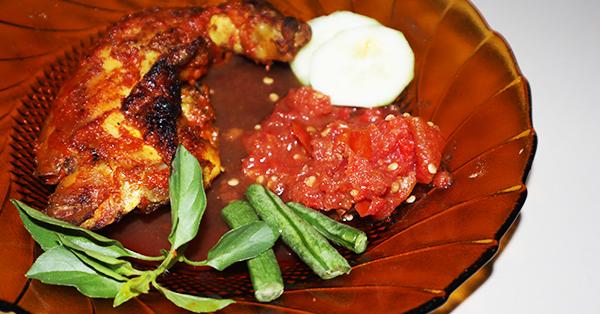 Alasan Harus Mencicipi Makanan Lokal saat Traveling - Ayam Taliwang