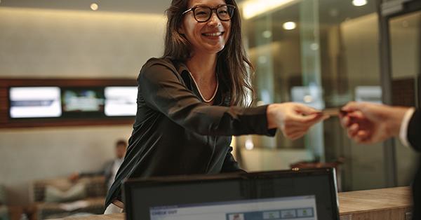 Cara Check-in Hotel - Deposit Sebagai Jaminan