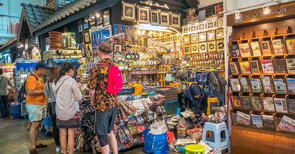 tempat belanja souvenir Malaysia - central market