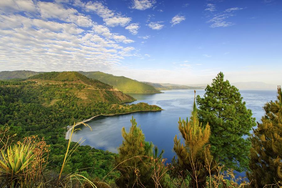Tempat Wisata Romantis di Medan - Danau Toba