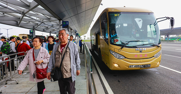 Easy Ways to travel from Hong Kong to Macao_blog_Shuttle Bus