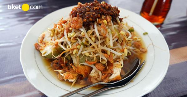 Kuliner Lontong Balap Surabaya