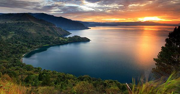 Gambar Pemandangan Alam Terindah - Danau Toba