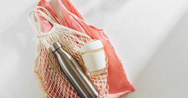 Go Green Saat Liburan_blog_Botol minum dan reusable shopping bag