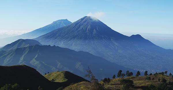 Gunung sebagai Lokasi Upacara Kemerdekaan Indonesia - Gunung Prau Dieng
