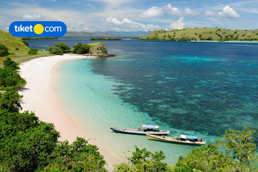 """9 Tempat Wisata """"Hidden Gems"""" di Indonesia yang Mempesona"""