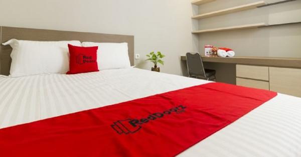 Hotel Dekat Gelora Bung Karno - Red Doorz @ Patal Senayan