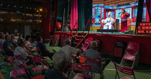 4 Festival Terkenal di Hong Kong dari Yang Romantis Hingga Yang Mistis