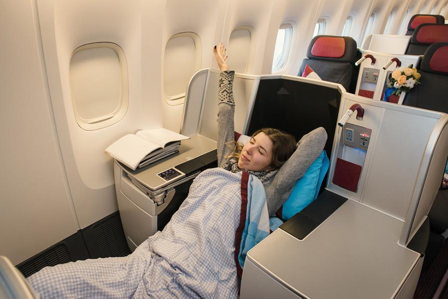 Tips Penerbangan Jarak Jauh, Bikin Kamu Lebih Nyaman | tiket.com