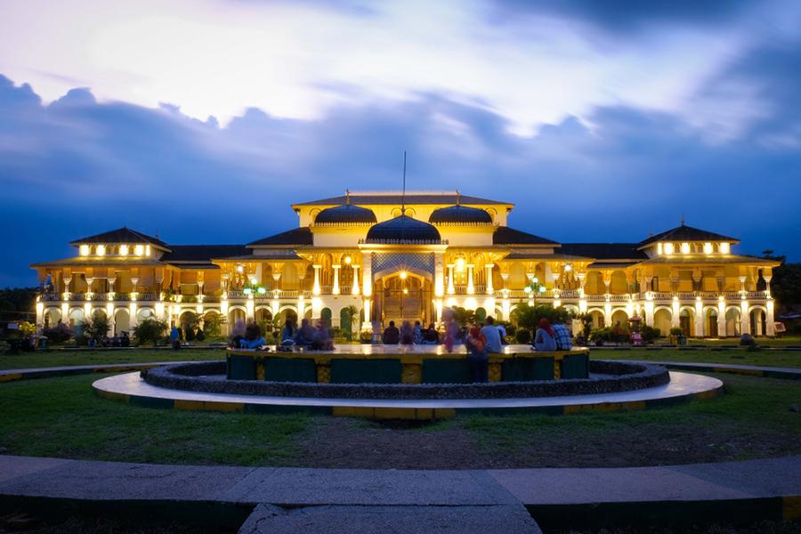 Tempat Wisata Romantis di Medan - Istana Maimun