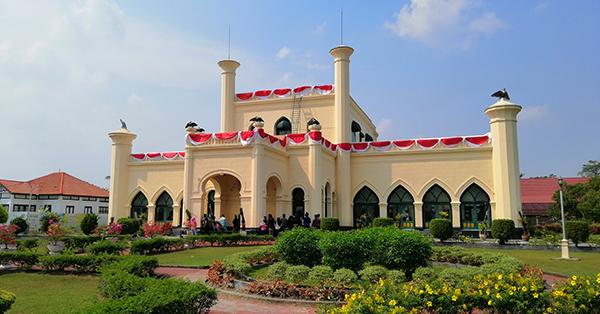 Tempat Wisata di Riau - Istana Siak