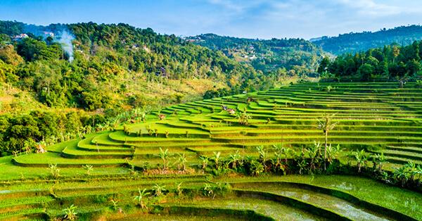 Jalur Kereta Api dengan Pemandangan Terindah di Indonesia - lodaya