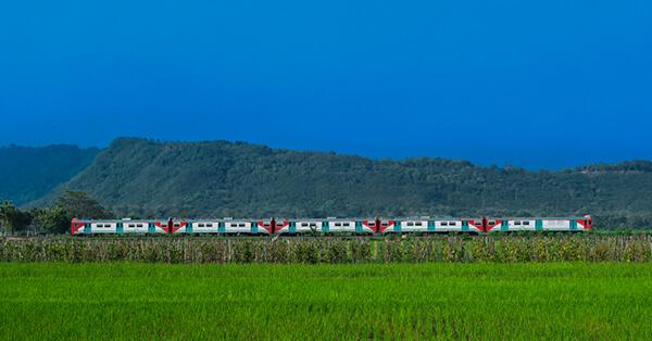Jalur Kereta Api dengan Pemandangan Terindah di Indonesia - prambanan express