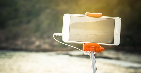 Kado ulang tahun unik buat pacar - alat selfie