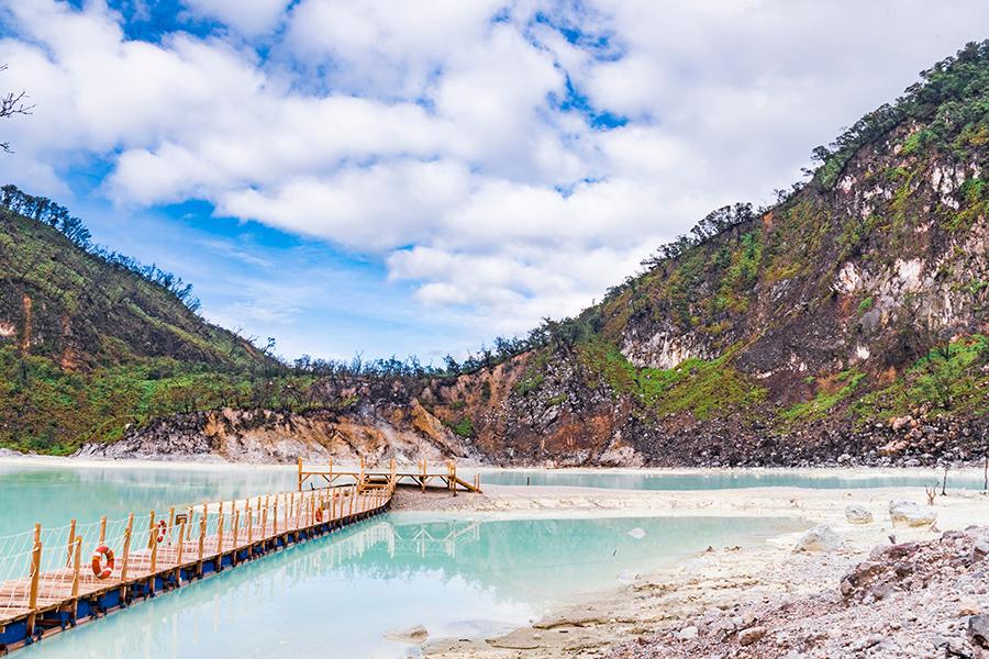 Tempat Wisata di Bandung untuk Keluarga - Kawah Putih Ciwidey