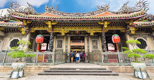 Tempat Wisata Favorit di Taiwan - Longshan Temple