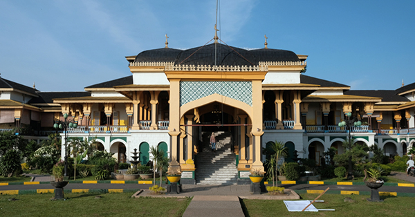 historical destinations in Indonesia_Maimun Palace Medan