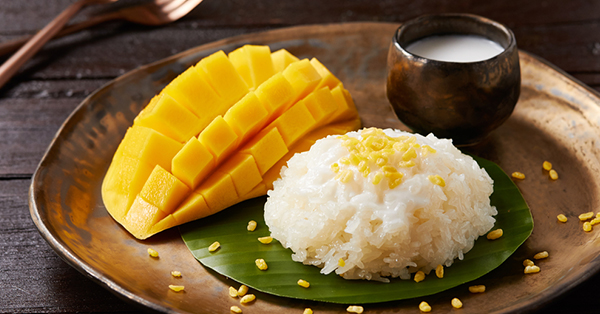 Mau Makan Enak di Pattaya_ Ini 3 Spot Kuliner yang Wajib Kamu Kunjungi!_blog_Mango Sticky Rice