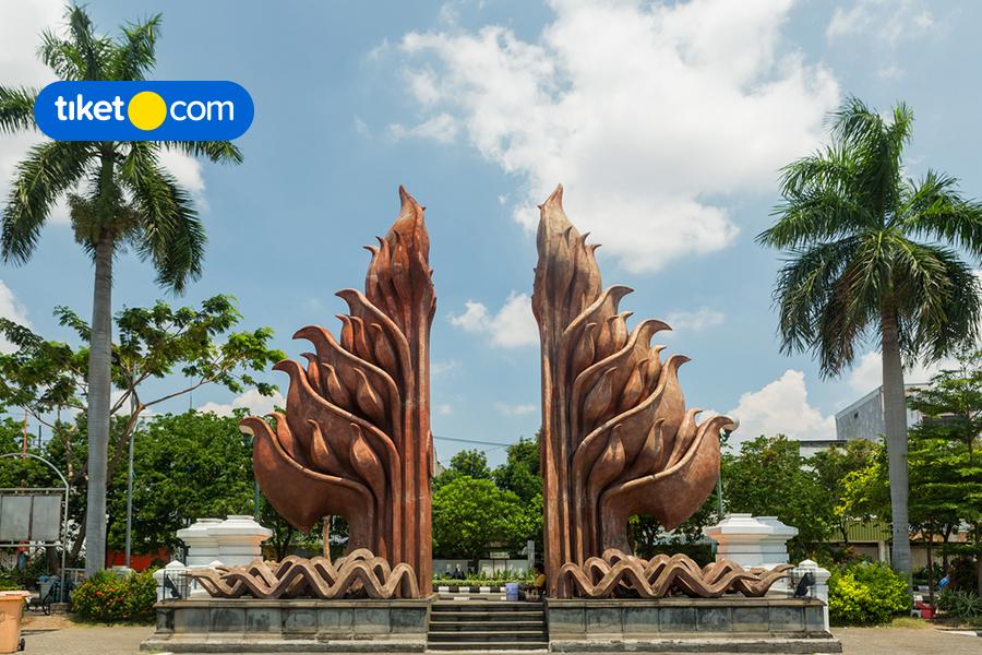 Napak Tilas Waktu Lewat 5 Monumen Bersejarah di Indonesia
